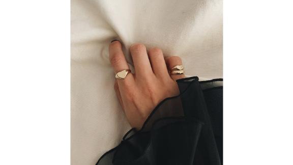 Kinn Studio Petite Heart Signet Ring