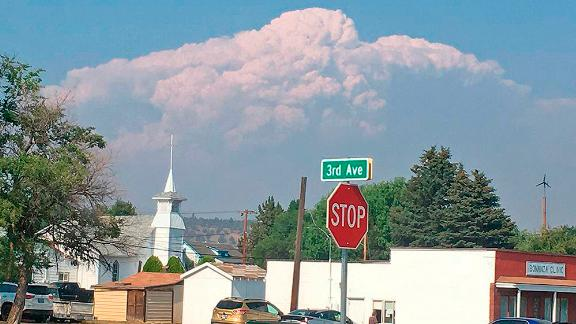 Smoke from the Bootleg Fire rises behind Bonanza, Oregon, on July 15.