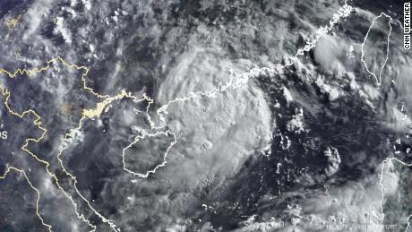 Cette image satellite montre le typhon Cempaka mardi matin.