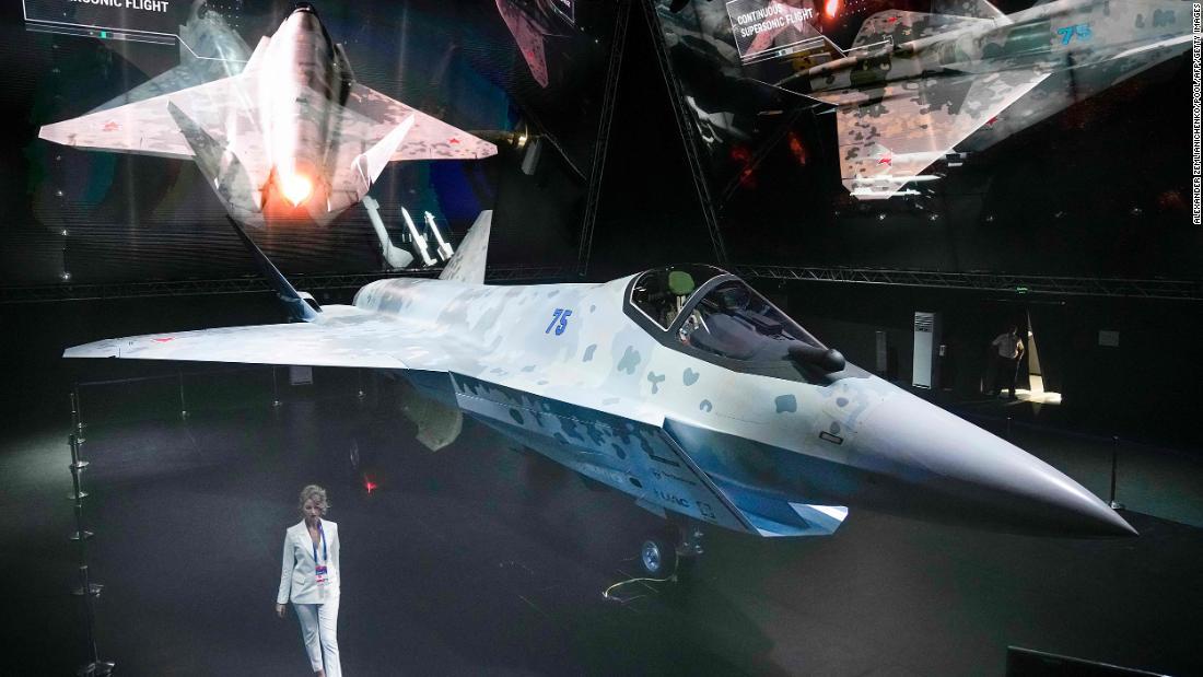 Moscow (CNN)Russian President Vladimir Putin got a sneak peek of a new fifth-generation lightweight single-engine fighter jet at an air show just outs