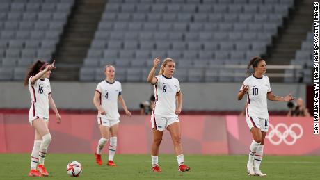 يشعر اللاعبون الأمريكيون بالارتباك بعد موافقة اللاعب الثاني.