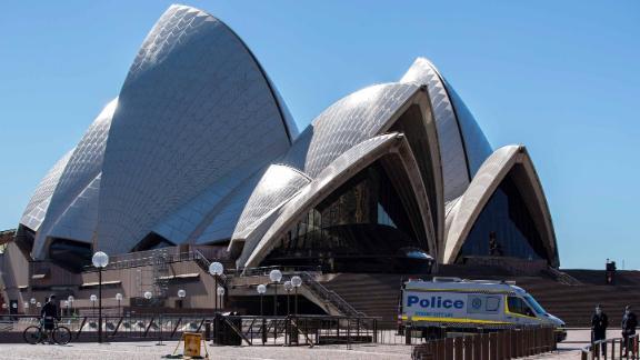 Policijos transporto priemonė matoma netoli Sidnėjaus operos teatro Sidnėjuje, Australijoje, 2021 m. Liepos 18 d.