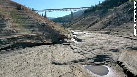 भयंकर सूखे के बीच कैलिफोर्निया के चोरों ने दुर्लभ पानी चुराया