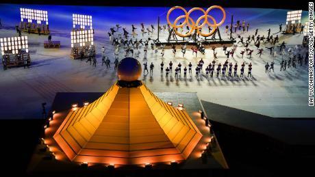 Gli artisti sono visti durante la cerimonia di apertura delle Olimpiadi di Tokyo.
