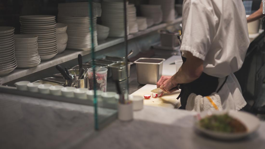 people-are-just-walking-out-in-the-middle-of-shifts-what-it-s-like-to-work-in-a-restaurant-right-now