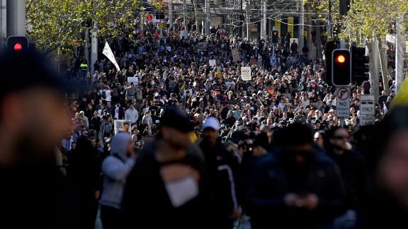 Prieš blokavimą kovojantys protestuotojai Sidnėjuje demonstruoja liepos 24 d.