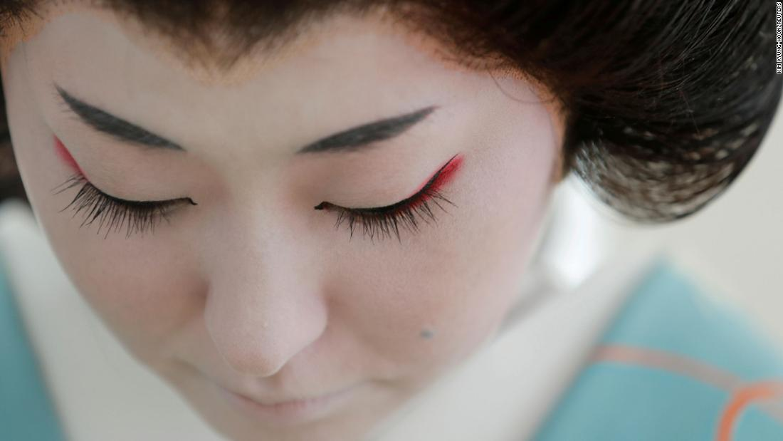 Last of Tokyo's geishas cling to a disappearing trade