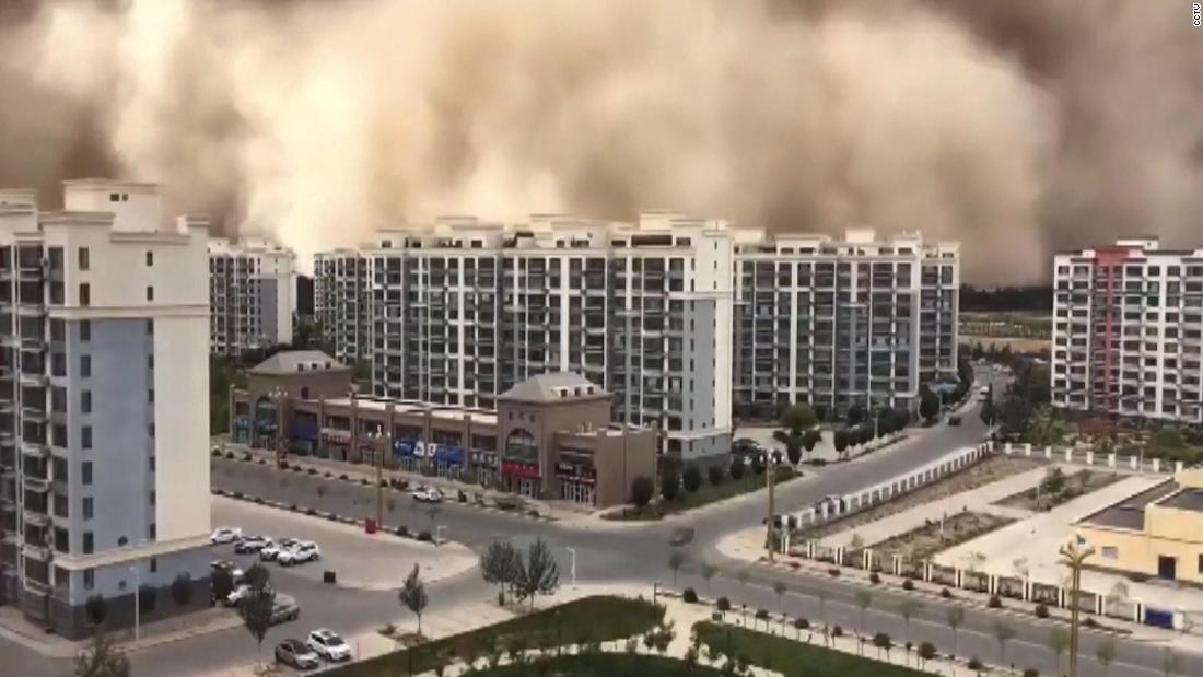 See sandstorm engulf city in China