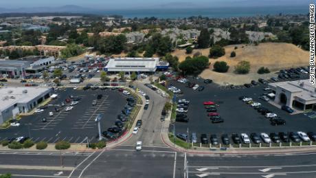Beaucoup de concessionnaires automobiles sont presque vides en Californie.