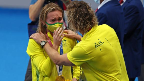 TOKYO, JAPAN - JULY 28: Ariarne Titmus of Team Australia reacts with her coach Dean Boxall of Team Australia after winning the gold medal in the Women's 200m Freestyle Final on day five of the Tokyo 2020 Olympic Games at Tokyo Aquatics Centre on July 28, 2021 in Tokyo, Japan. (Photo by Clive Rose/Getty Images)