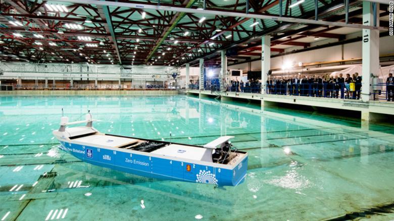 Một buổi ra mắt mô hình con tàu không phát thải Yara Birkeland.