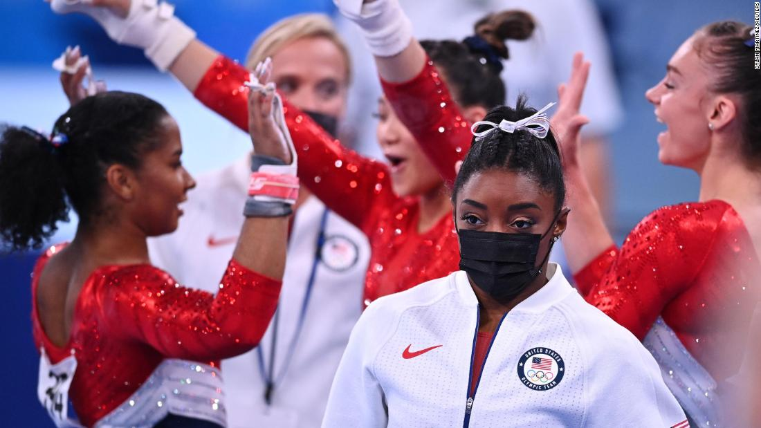 Simone Biles says she still has the 'twisties' and it's affecting her individual events