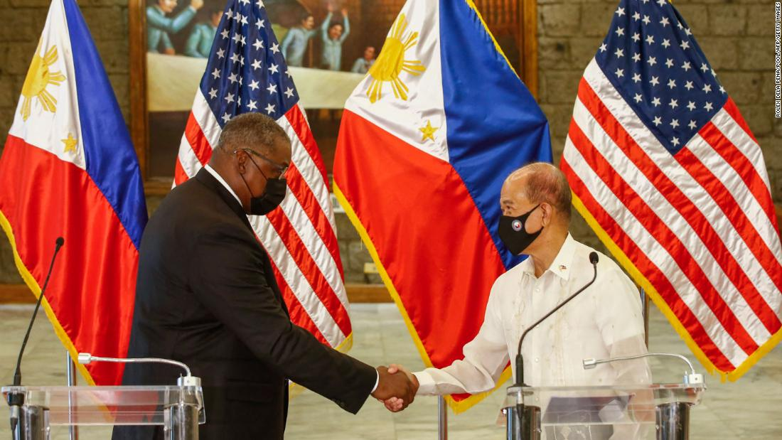 Philippines renews key military agreement with the United States