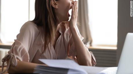 5 τρόποι για να προσαρμόσετε το πρόγραμμα ύπνου σας για επιστροφή στο γραφείο