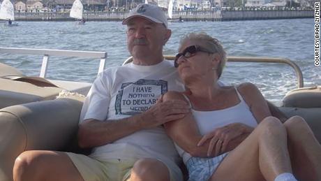 كانت وايت تجلس مع زوجها آندي وايت ، الذي توفي عام 2015.