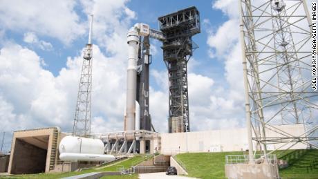 Ракету Атлас V від ракети-носія з космічним кораблем Boeing CST-100 Starliner на борту можна побачити на стартовій площадці космічного стартового комплексу 41 перед місією