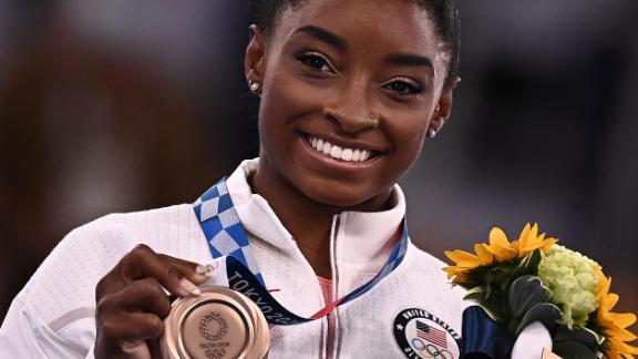 Simone Biles a remporté une médaille de bronze à l'épreuve féminine de la poutre, mardi.