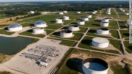Les compagnies pétrolières courtisent les investisseurs sceptiques avec de l'argent. Est-ce que ça marchera?