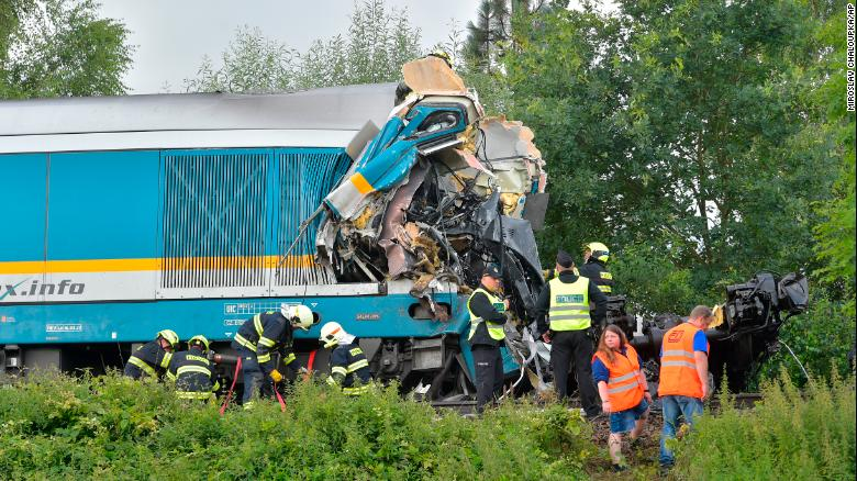 Two dead, more than 40 injured in Czech train crash
