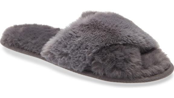 Nordstrom Snuggle Plush Faux Fur Slipper