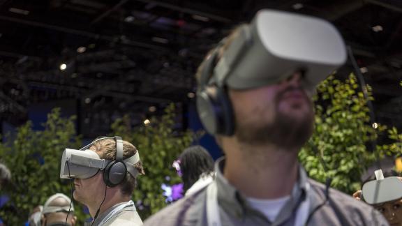 Las inversiones de Facebook en sus auriculares Oculus VR son una parte importante de sus ambiciones Metaverse.