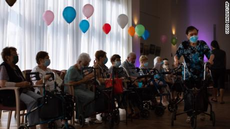 Israelis told to 'stop embracing', elderly urged to get booster as Covid-19 cases spike