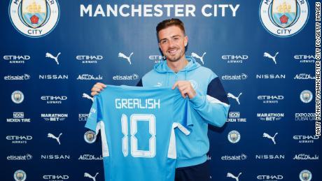 Manchester City dévoile le nouveau joueur Jack Grealish.