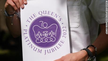 The winning design for Queen Elizabeth II's Platinum Jubilee emblem