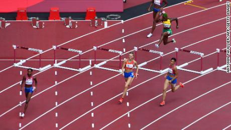 USA's Sydney Mclaughlin (R) emphasized the speed of the track.