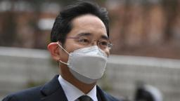 Lee Jae-yong: Samsung's jailed leader to be released on parole