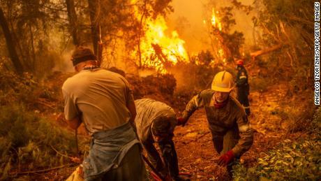 Η Ελλάδα αντιμετωπίζει & # 39;  Μια καταστροφή πρωτοφανών διαστάσεων & # 39;  Οι δασικές πυρκαγιές σαρώνουν τη χώρα