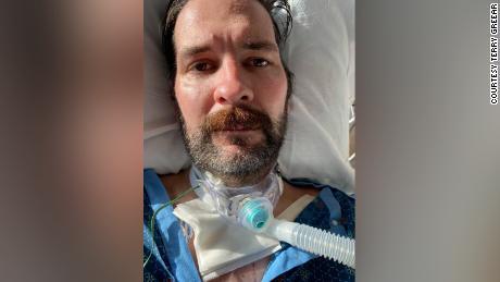 Η διάσημη γενειάδα του Τέρι Γκρίρ ξυρίστηκε στο νοσοκομείο.  Έχασε 50 κιλά.