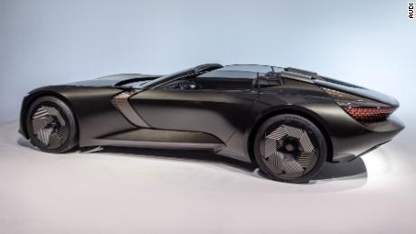 El capó del Audi Skysphere se mueve hacia atrás para acortar el coche y permitir una conducción deportiva.