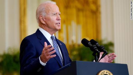 Biden s'attaque aux problèmes d'inflation alors qu'il vante des victoires sur les infrastructures