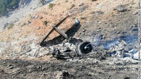 Un avion russe combattant des incendies de forêt s'écrase en Turquie, tuant les 8 membres d'équipage à bord
