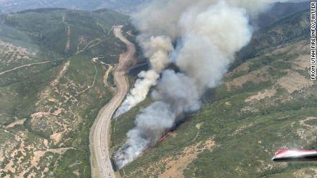 Los incendios forestales de Utah obligan a miles de hogares a evacuar mientras se desata el incendio más grande del país en California