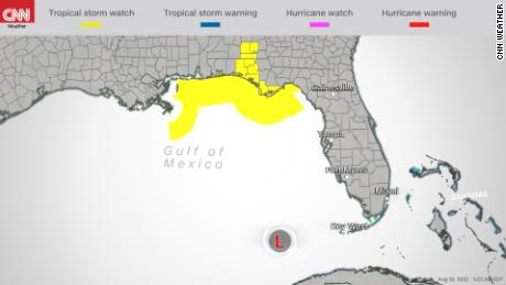 Pengawasan badai tropis dikeluarkan Minggu pagi untuk Pantai Teluk AS di depan Fred.