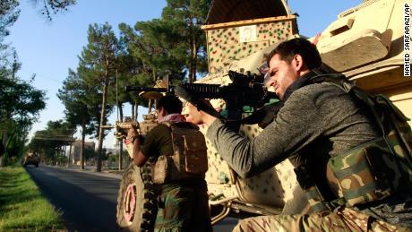 Kas yra Talibanas ir kaip jie taip greitai užvaldė Afganistaną?