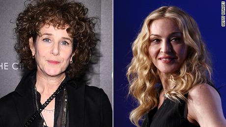 """Debra Winger (à gauche) a déclaré dans une interview qu'elle avait quitté """"A League of Her Own"""" après le casting de Madonna (à droite)."""