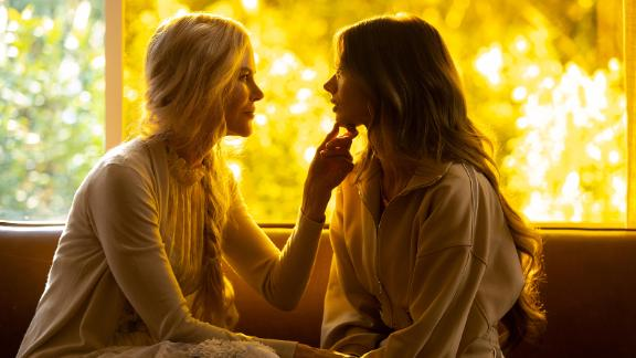 Nicole Kidman et Samara Weaving dans le drame Hulu 'Nine Perfect Strangers' (Vince Valitutti/Hulu)