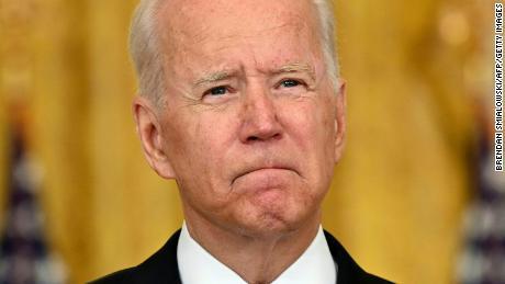 Chính quyền Biden lôi kéo sự thay đổi trách nhiệm nội bộ trong bối cảnh Afghanistan hỗn loạn