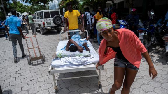 An injured woman is transported to a hospital in Les Cayes on August 16.