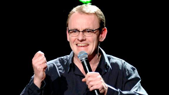L'écrivain et comédien populaire Sean Lock, qui se produisait ici en 2006, est décédé.