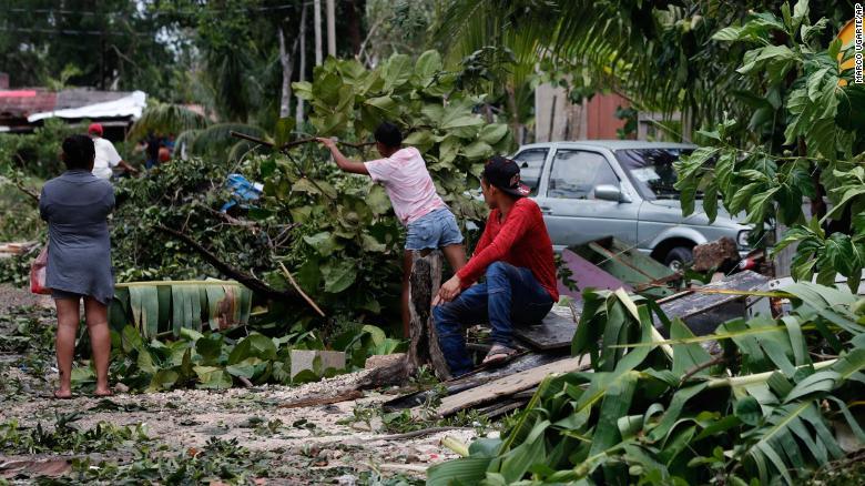 Увеличават се жертвите на урагана Грейс в Мексико (Видео)