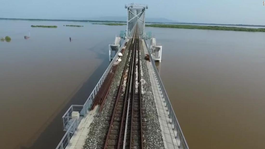 2,000-meter-long bridge links Russia and China – CNN Video