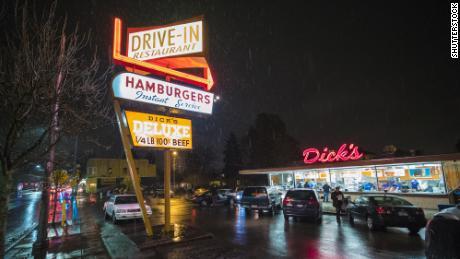 Les défis de la chaîne d'approvisionnement ont eu un impact sur le Drive-In de Dick à Seattle.