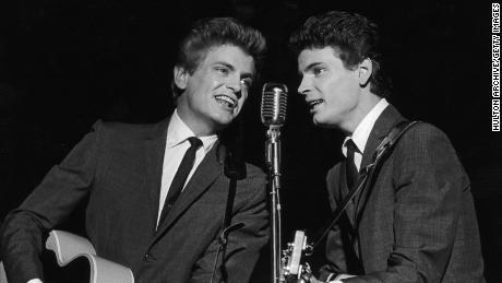 فيل (إلى اليسار) ودون إيفرلي في عام 1962.