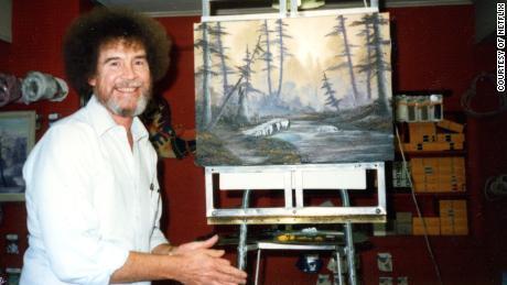 Le nouveau documentaire de Bob Ross complique l'héritage d'un artiste qui a peint de «petits arbres heureux»