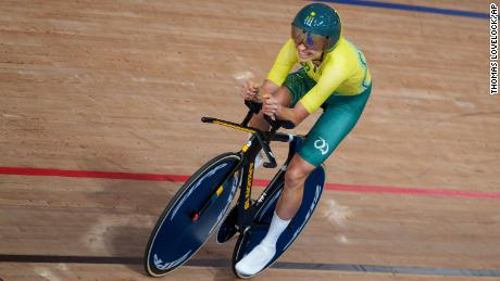 Australia's Paige Greco wins the Gold Medal in the Track Cycling Womens C3 3000m Individual Pursuit at the Izu Velodrome in Tokyo 2020 Paralympic Games in Tokyo, Wednesday, August 25, 2021. (Thomas Lovelock for OIS via AP)
