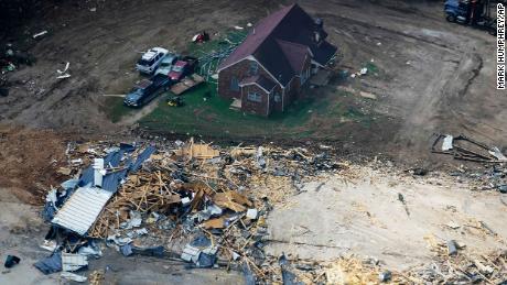 Центральный Теннесси пытается преодолеть разрушения, вызванные недавними наводнениями.  Он сидит в прицеле Иды